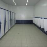 сантехнические перегородки в торговом центре