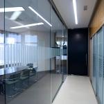Цельностеклянные перегородки для офисного помещения