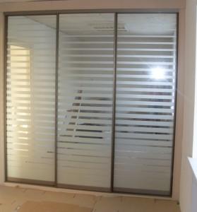 Шкаф-купе 2,1м senator закрытый, цвет - шампань. Двери зеркало серебро с пескоструйным рисунком Цена 10700000 руб