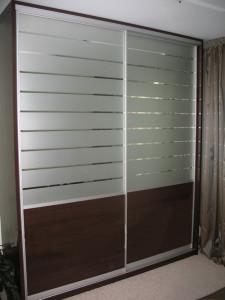 43.Шкаф-купе 1,9м senator закрытый, цвет - серебро. Двери комбинированные зеркало,ДСП и пескоструйный рисунок. Цена 9600000 руб