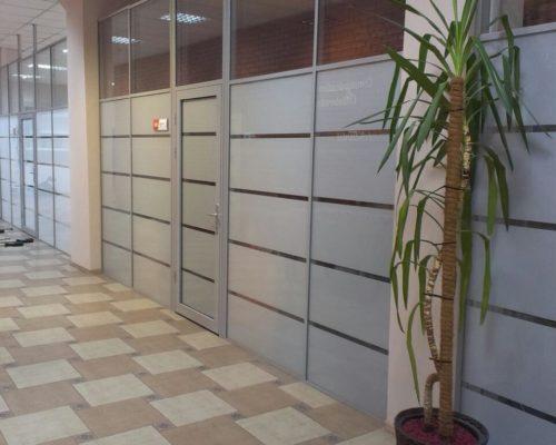 Стационарные офисные перегородки из алюминиевого профиля