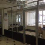 Перегородка для офиса ЛДСП венге и стекло