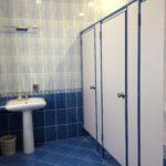 Туалетные кабины в синем алюминиевом профиле