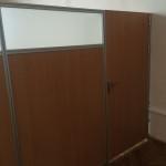 Офисная перегородка с распашной дверью