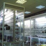 Торговые стеллажи и витрины в магазин